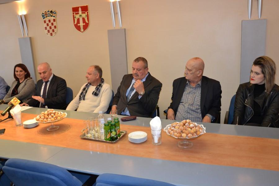 Dobitnici nagrade Suncokret ruralnog turizma na primanju kod župana
